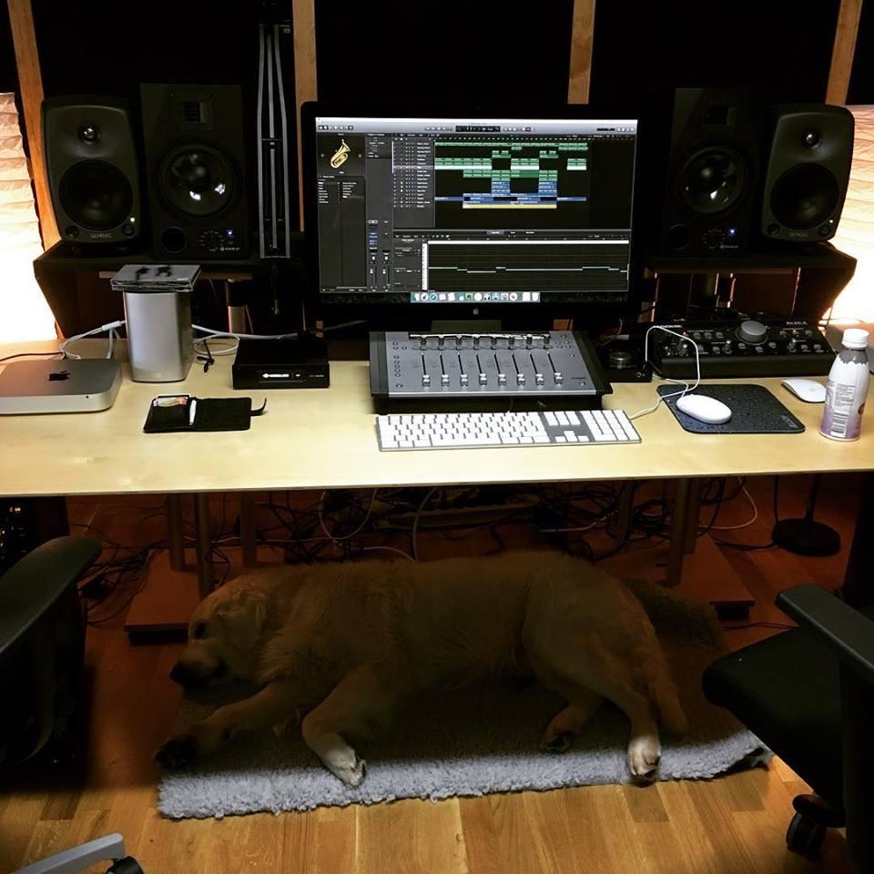 Gibson under skrivbord studio